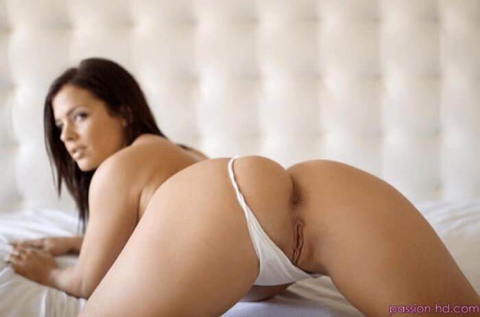 Geile Single Mutter zeigt ihre feuchte Vagina auf XXX Bild