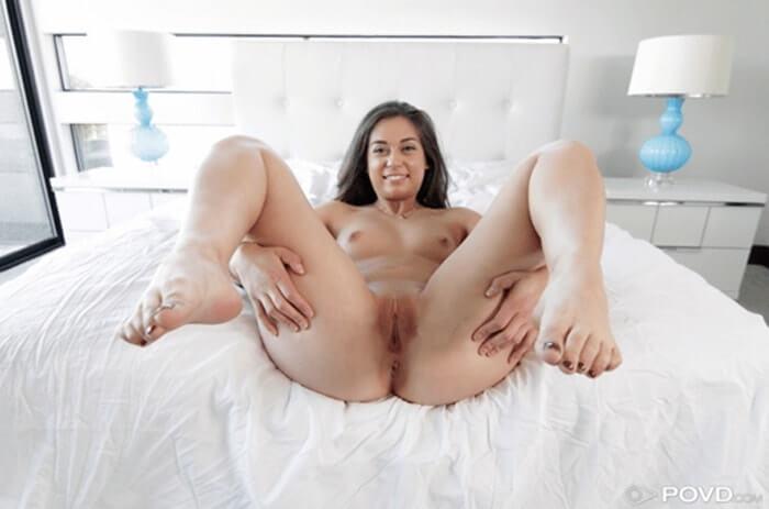 Rasierte Votze von sexy Teen in Nahaufnahme